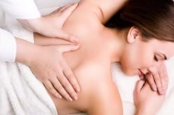 Ручной массаж спины при остеохондрозе