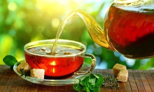В составе чая содержатся антиоксиданты, которые необходимы для борьбы с воспалительными процессами в поджелудочной железе