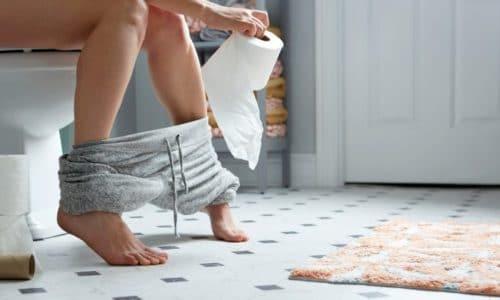 В норме взрослый человек испражняется 1-2 раза в день, а общая масса кала составляет от 100 до 300 граммов