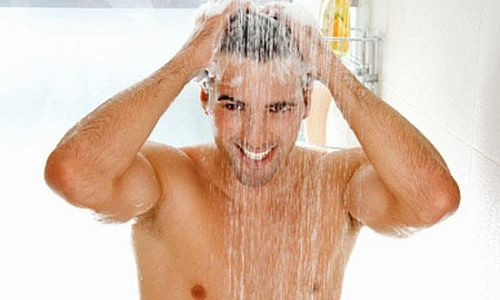 Не стоит применять горячий душ, так как это плохо влияет на вены, пораженные болезнью