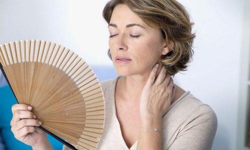 Во время климакса быстро снижается уровень женских половых гормонов, что часто влияет на развитие посткоитального цистита