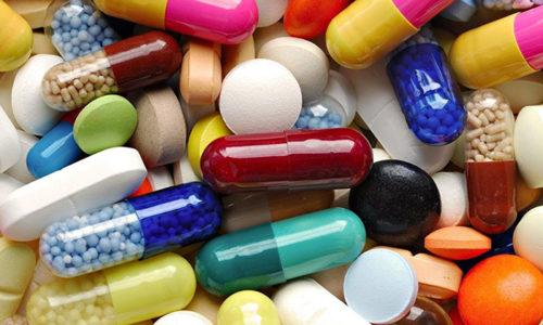 Врачи настоятельно рекомендуют беременным женщинам не употреблять никаких лекарств без консультации