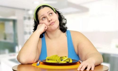 Избыточный вес усиливает нагрузку на ноги, отчего резко возрастает вероятность развития варикозного расширения вен