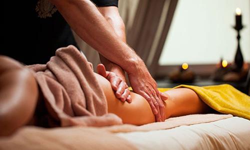 Лимфодренажный массаж делают, чтобы ликвидировать дряблость кожи на проблемных участках: животе, ягодицах, плечах и груди