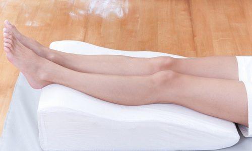 По окончании тренировки следует отдохнуть, при этом ноги находятся в приподнятом состоянии