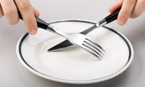 При остром панкреатите специалист прописывает больному от 2 до 4 дней голодания