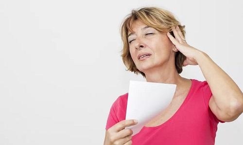 При гипертериозе появляются повышенная температура и давление, возбуждаемость, снижение веса и постоянное чувство жара