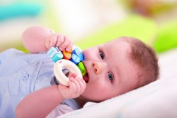 Грязные игрушки - одна из причин поноса у ребенка