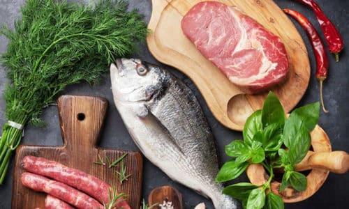 Что касается рыбы и мяса, то здесь нужно быть осмотрительным, потому что жирные породы противопоказаны