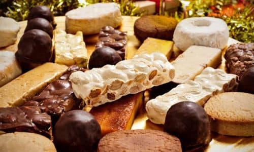 При панкреатите разрешено есть сладкое: молочный шоколад, зефирные изделия, мармелады, вафельные пластинки, галетные печенья, пастилу