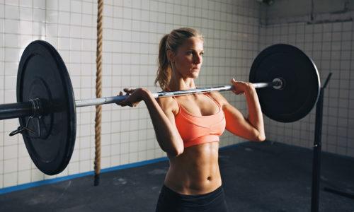 При варикозе ни в коем случае нельзя поднимать никакие тяжести, в особенности над головой