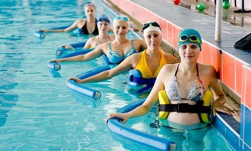 Занятия в бассейне помогут улучшить физическое состояние и укрепить мышцы, что усилит циркуляцию крови по всему телу